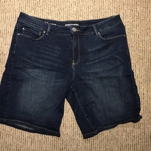 Size 12 Denver Hayes denim shorts!